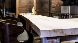 蔵バーカウンターと椅子