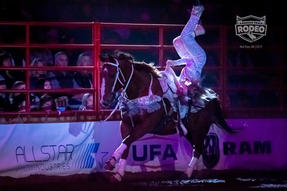 Canadian Finals rodeo 2019 - splits.jpg