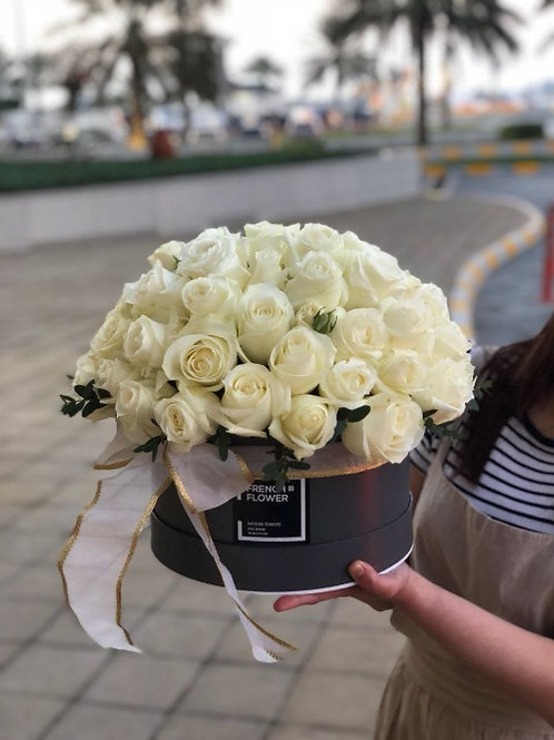 Elegant White Roses - Bouquet