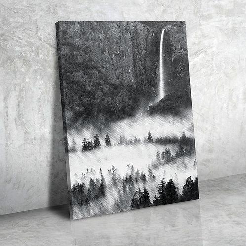 Скалы. Лес. Водопад.