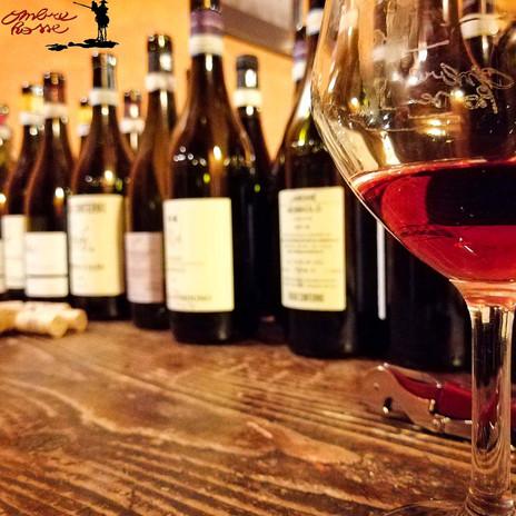 Ombre Rosse Parma Enoteca Ristorante - Bottiglie durante una degustazione di vino