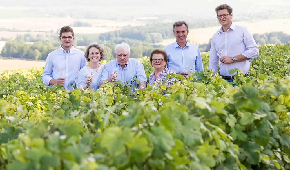 La famiglia Huiban al completo, in mezzo ai vigneti di proprietà in Champagne - Wine Terroir Importazione Distribuzione Vino