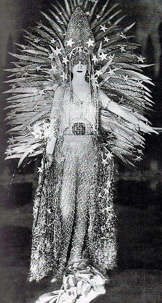 Marchesa Luisa Casati wearing extravagant costume