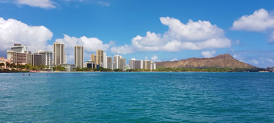 Honolulu w Diamond Head skyline.jpg