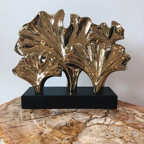 Gold ornament op sokkel