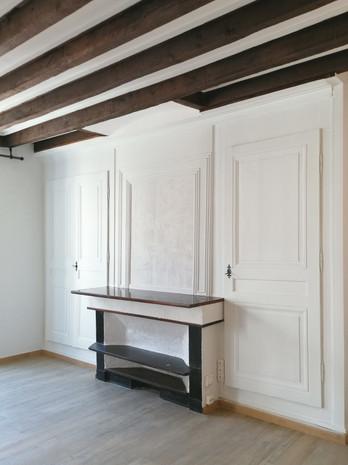 Vue générale 01 - Projet Fourvière - Rénovation appartement ancien avec poutres et cheminée et moulures modernisation cuisine et salle de bain pour location investissement locatif