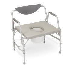 כסא שירותים גדול עם ידית מתקפלת