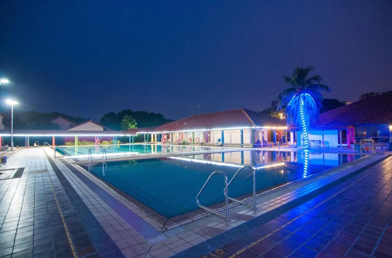 CheryLoft Resorts Pool View (night)