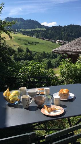 Petit-déjeuner en terrase