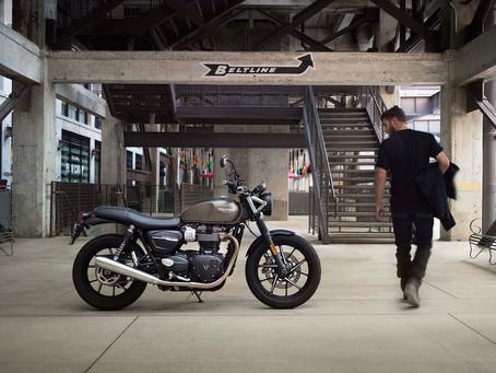 Motocicletas clássicas da Triumph com promoções