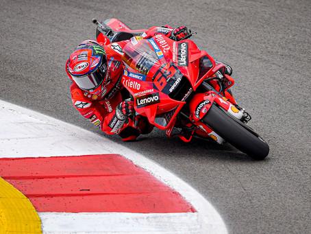 MotoGP - Bagnaia faz pole em San Marino e Granado cai