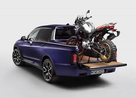BMW X7 convertido em pick-up é destaque do BMW Motorrad Days