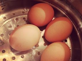 Easy Hardboiled (but not boiled) Eggs!