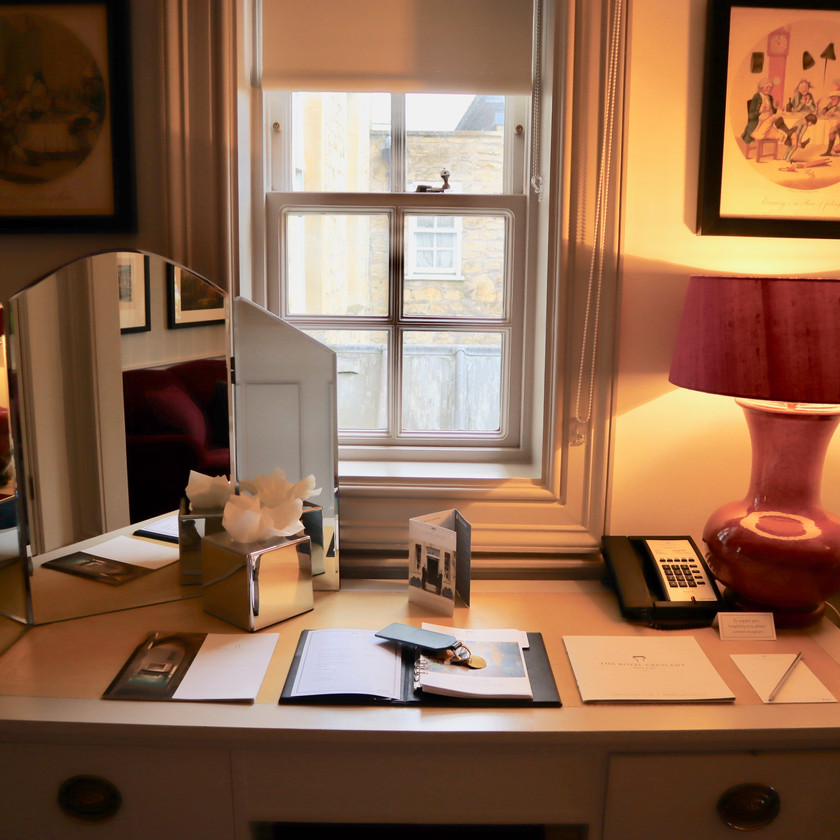 Perfectly sized suite desk