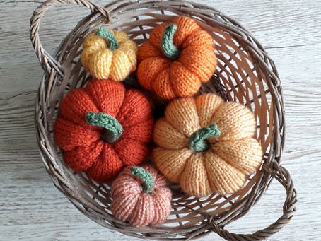Playing with yarn pegs and Easy Knitted Pumpkins