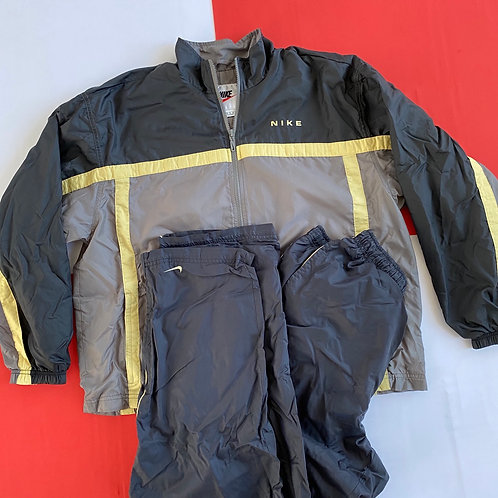 VINTAGE NIKE WINDBREAKER TRACK SUIT SET