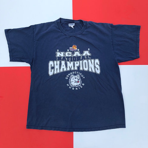 2004 LEE SPORT UCONN NATIONAL BASKETBALL CHAMPIONS TEE