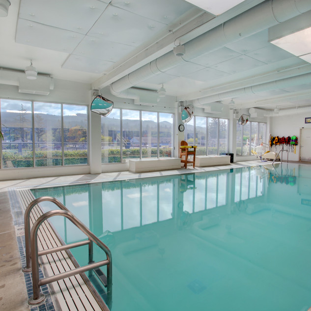 Heated therapy pool