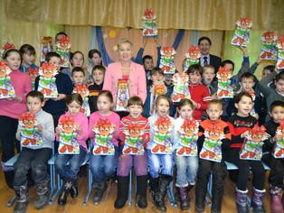 Рима Баталова поздравила с Новым годом школьников Шаранского района