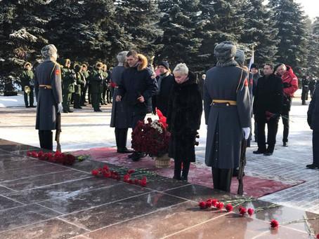 Рима Баталова приняла участие в возложении цветов к Вечному огню.