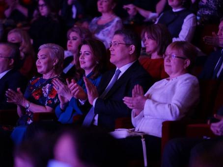 Радий Хабиров поздравил женщин республики с наступающим праздником