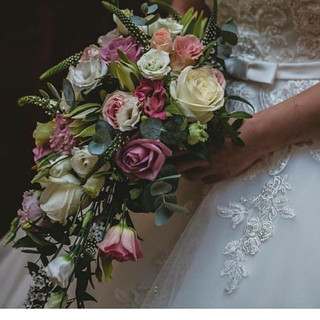 Absolutely glorious picture of a brides