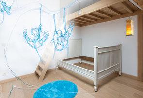 Illustration sur fond de commande : Décapage et patine d'un lit.