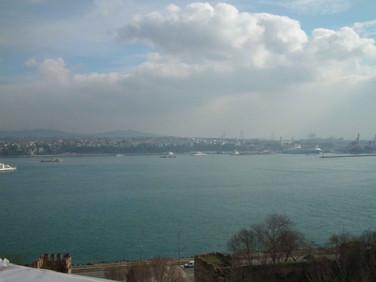 Estreito de Bósforo, separando o continente Europeu do Asiático - Istambul - Turquia