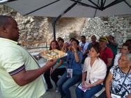 Caravana Escola de Profetas 2013 - Pr. Luciano Tinoco ministrando a Santa Ceia no Jardim do Túmulo - Jerusalém