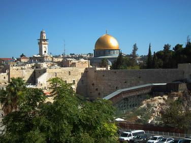 Vista do Muro das Lamentações com o Monte do Templo ao fundo - Jerusalem - Israel