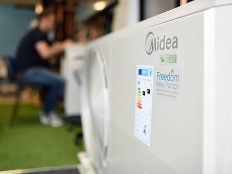 What is the difference between a split and monobloc heat pump?