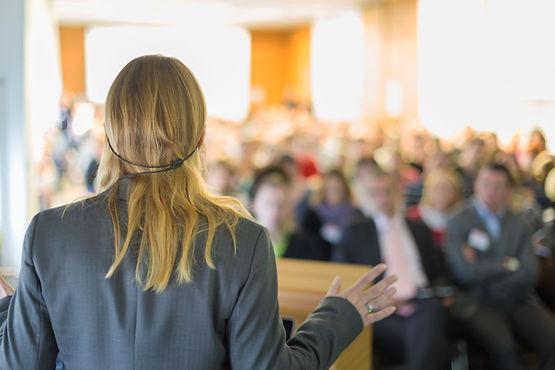 Kvinna Lecturer