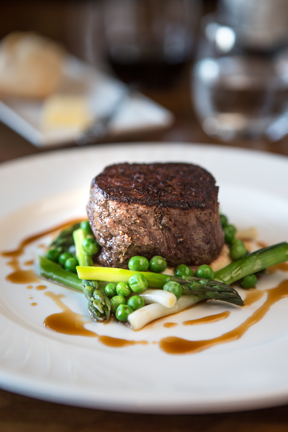 beef fillet, peas, spring onion, mash, F