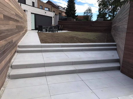 Terras en treden, betontegels in grootformaat