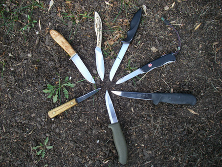 ARE BIG KNIVES BEST FOR BUSH CAMPING?