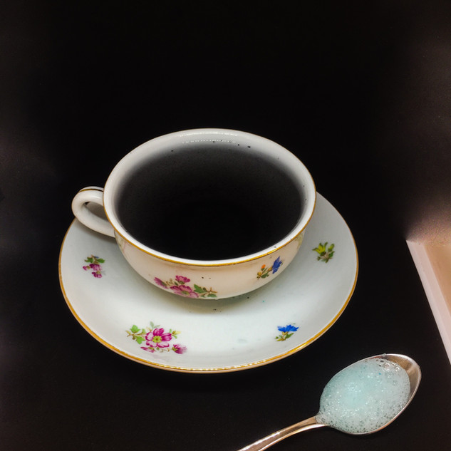 Would you like a cup of black tears?  No, thanks, I'm fine with the « nuage de lait bleu »