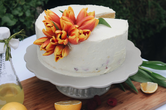 Limoncello-Torte mit Himbeeren