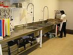 1200px-Restaurant_dishwashing.jpg