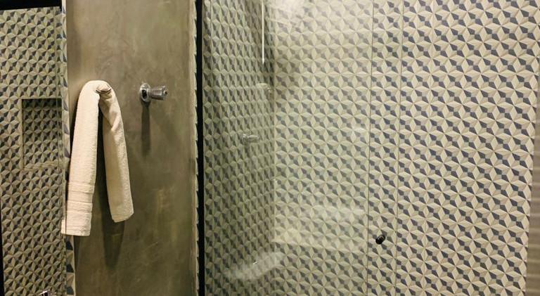 21. Suite 3 - Banheiro - Chácara São Miguel - casa 18pax.jpeg