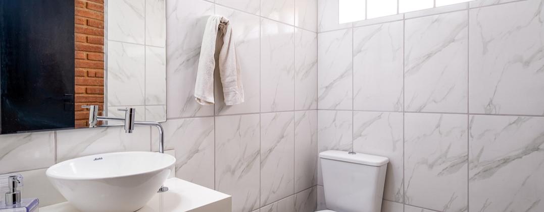 25. Suite 5 - Banheiro - Chácara São Miguel - casa 18pax.jpeg