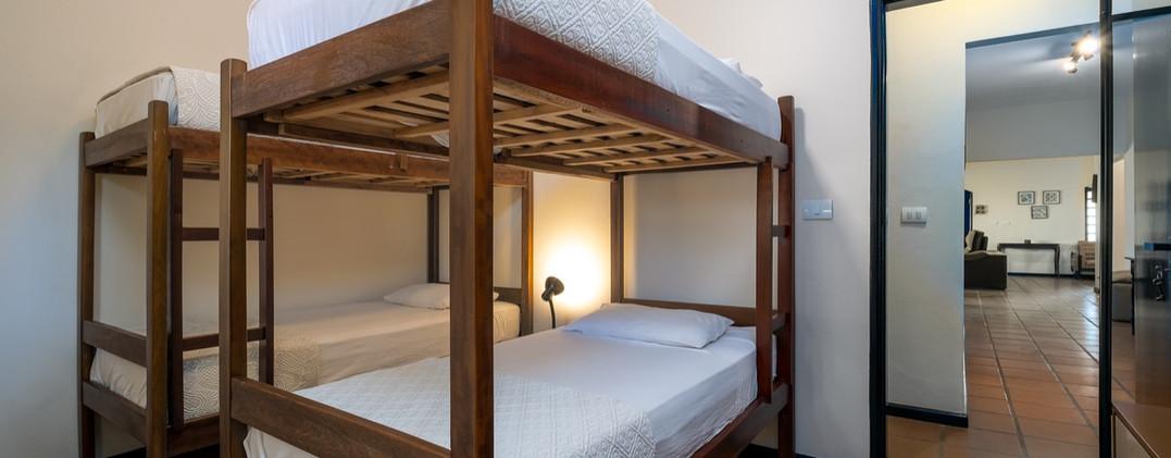 20. Suite 3 - Quarto com 2 beliches - Chácara São Miguel - casa 18pax.jpeg