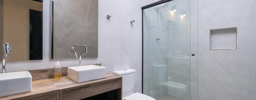 19. Suite 2 - Banheiro - Chácara São Miguel - casa 18pax.jpeg