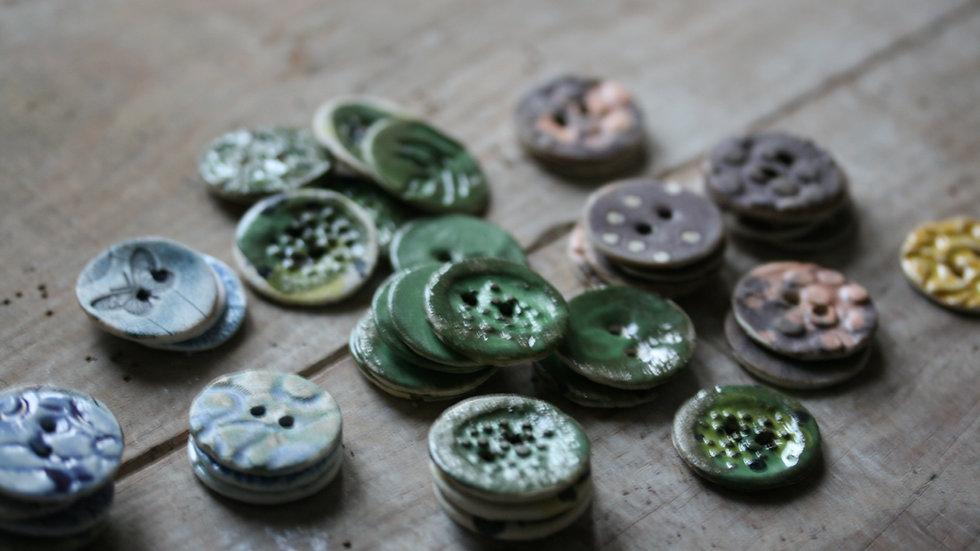 Lot de 6 boutons HORS SERIE en porcelaine  diametre 2,5 cm