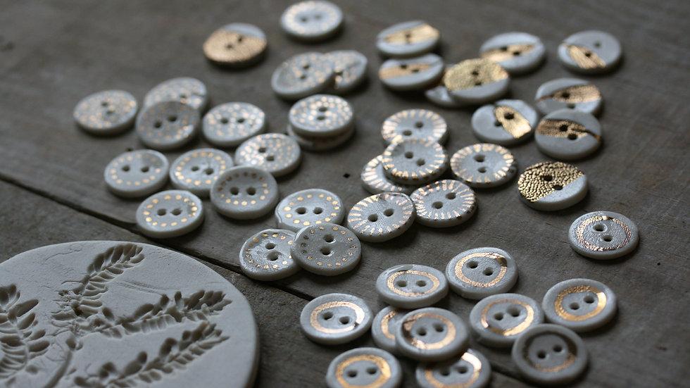 Lot de 6 minis boutons en porcelaine OR ref 027