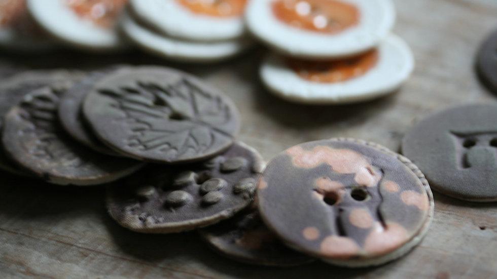 Lot de 6 boutons HORS SERIE en porcelaine  diametre 3,5 cm