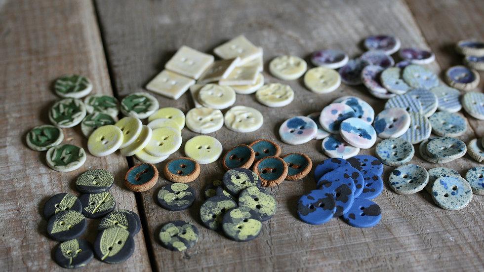 Lot de 8  boutons en porcelaine HORS SÉRIE
