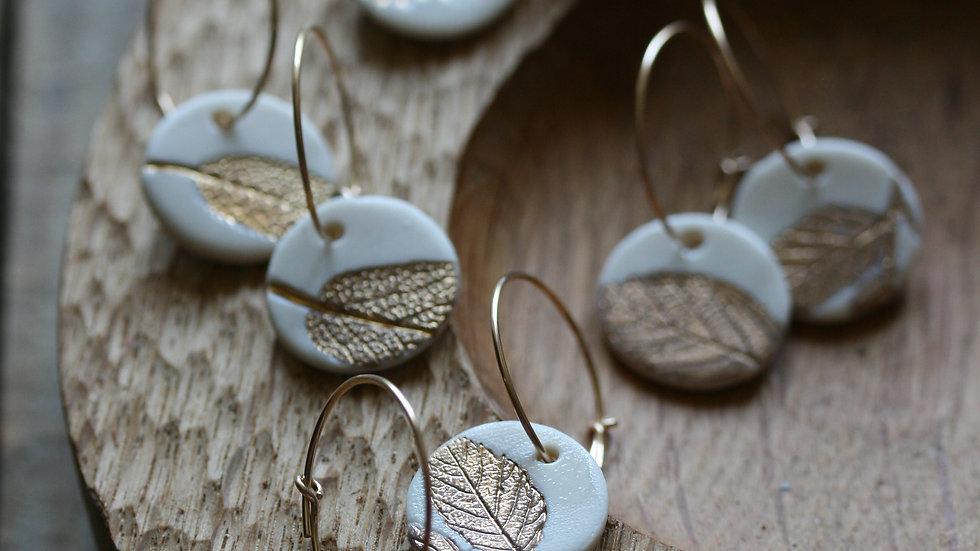 Boucles d'oreilles créoles herbier or, sequin en porcelaine 18mm