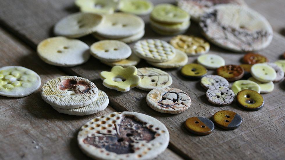 Lot de boutons en porcelaine