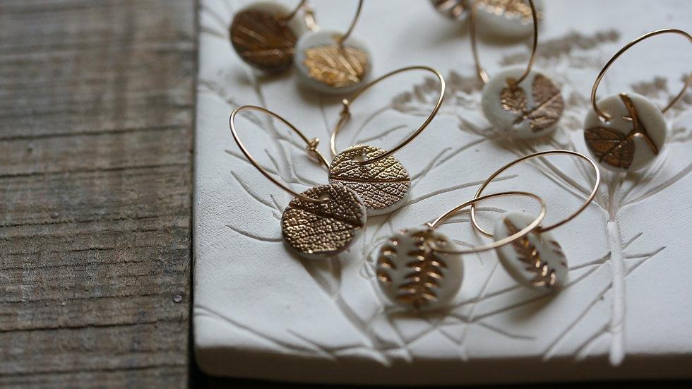 Boucles d'oreilles créoles herbier or, sequin en porcelaine 12 mm
