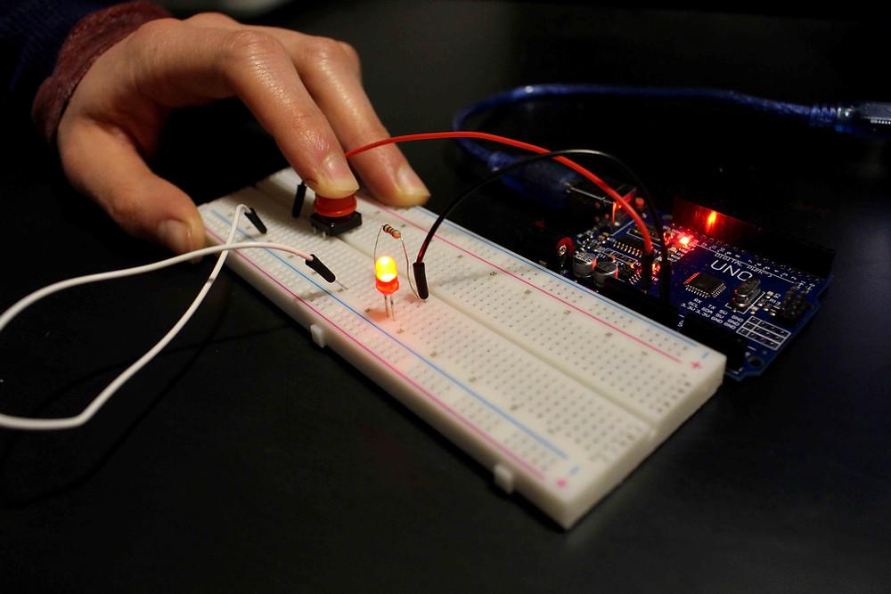 apprendre en faisant  Apprentissage montage de led bouton étude description bibliotheque 2 kit électronique débutant à monter Arduino tutoriel apprendre kit électronique explication meilleur composant